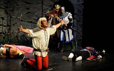 Templete-Teatro_en_una_representación