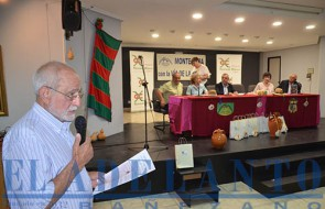 Paco-Cabo_presentó_el_acto_de_la revista_Charín_y_a_cuantas_personas_intervinieron(TAB)