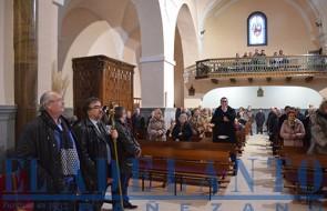 Cofrades_y_fieles_asistentes_a_la_misa_en_la_iglesia_de_El-Salvador(TAB)