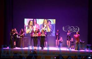 Las_diseñadoras_de_MB_con_las_modelos_participantes_en_el_desfile_y_la-Musa(TAB)