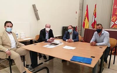 Representantes_del_ayuntamiento_con_el_director_general_de_Políticas-culturales_de_la_JCyL