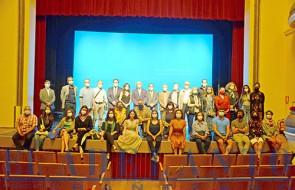 Colinas_con_los_organizadores_autoridades_directores_profesores_alumnos_del_curso_y_Lina-Tur-(TAB)