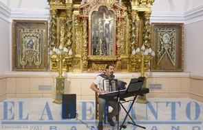 El_cantautor_CarlosSolito_se_acompañó_de_acordeón_y_teclado(TAB)